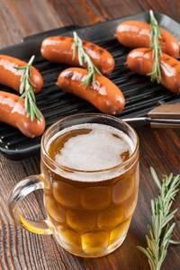 cac-mon-dung-de-uong-bia-104beer-va-sausage